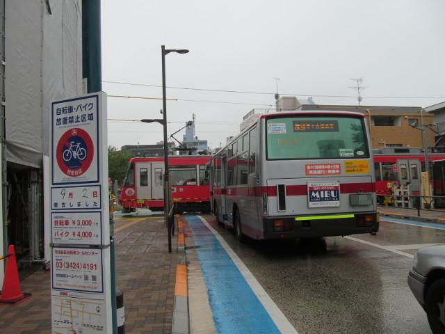 等々力方面二番バスと世田谷線三軒茶屋方面