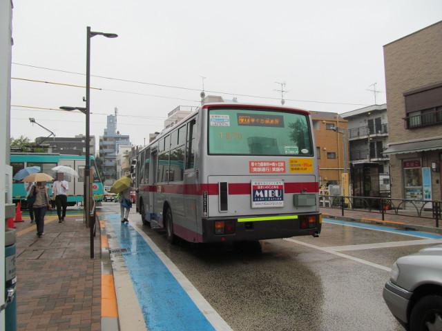 等々力方面二番バスと世田谷線下高井戸方面