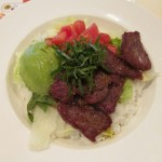 ガスト柔らかビーフグリルとアボカドのサラダごはんサムネイル
