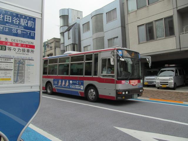 世田谷駅前バス停前を通過する回送のバス