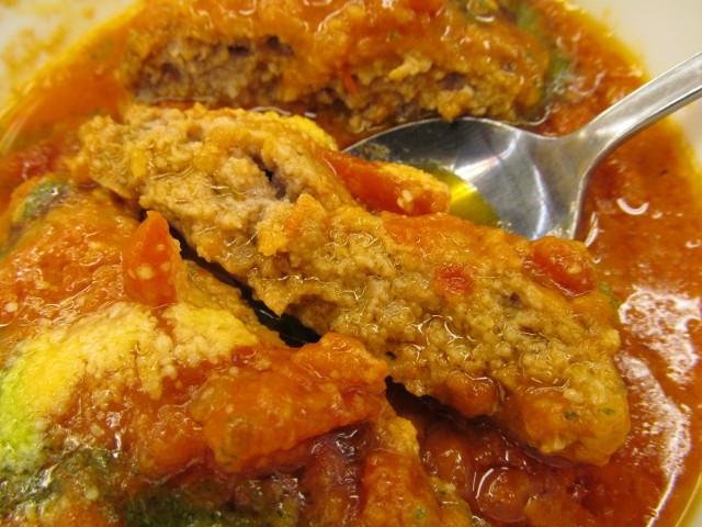 松屋トマトバジルハンバーグ定食のハンバーグの断面2