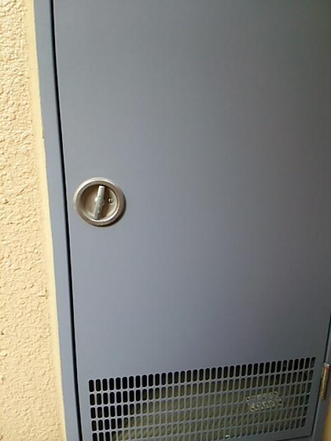 ガスメーターが入っている扉