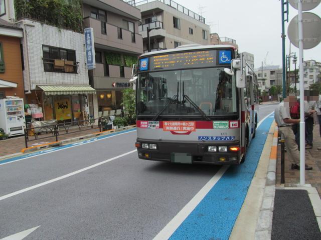 世田谷駅前バス停に停車する一番バス