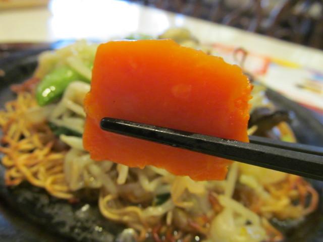 ガスト広島産牡蠣のあんかけ焼きそばのにんじん持ち上げ