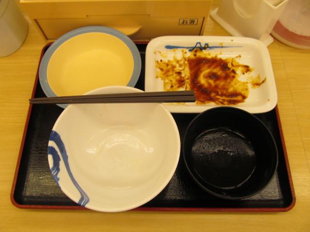 松屋豚と茄子の辛味噌炒め定食を完食完飲