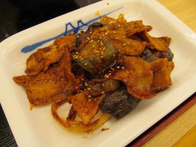 松屋豚と茄子の辛味噌炒め定食のメイン皿