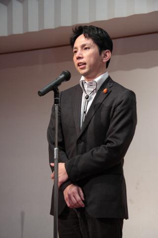 謝肉祭で挨拶する日本唐揚協会安久会長20151021