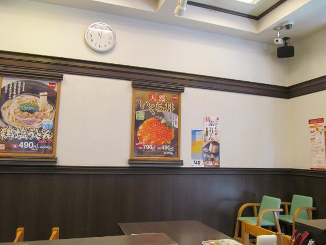 なか卯店内の天然いくら丼ポスター