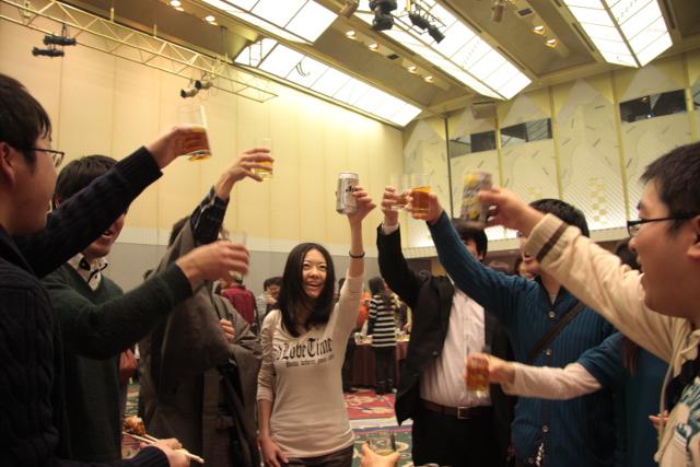謝肉祭前回の乾杯の様子20151021