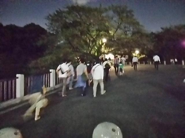 田安門へ向かう坂道へ戻って来ました20151002