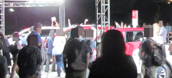 ABEGIG終演後の熱くなれ号と飯野DAYZに群がる人たち