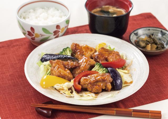 デニーズ佐野店若鶏と彩り野菜の黒酢ソース定食