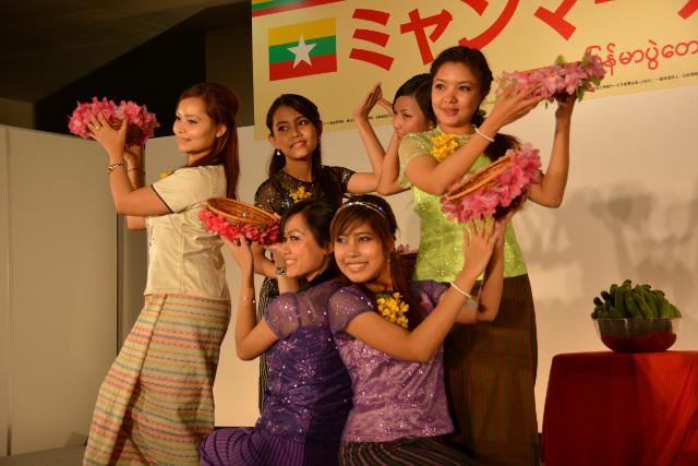 ミャンマー祭り2015ステージ