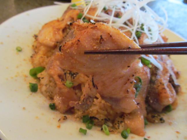 イナセヤマーレ地魚たっぷり炙り飯のはまち持ち上げ