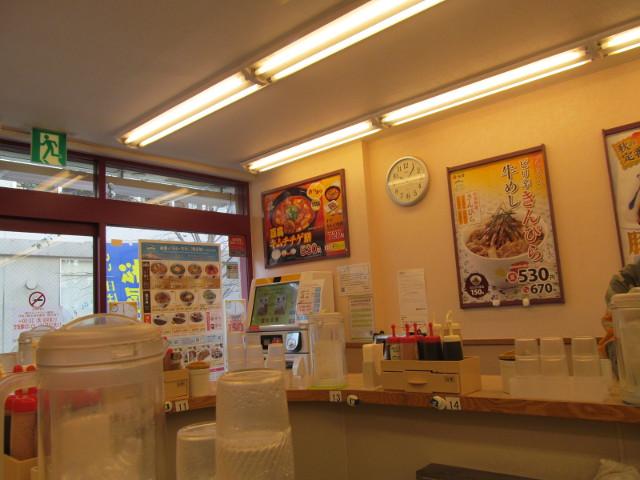松屋券売機の上の豆腐キムチチゲ膳ハーフサイズポスター
