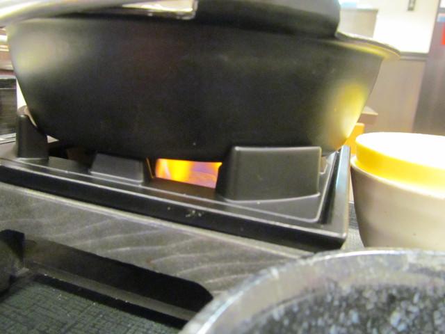 なか卯牛すき焼き鍋膳ごはん大盛の鍋の下の炎