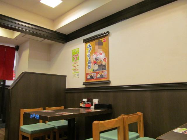 なか卯店内の牛すき焼き鍋膳の水樹奈々さんのポスター