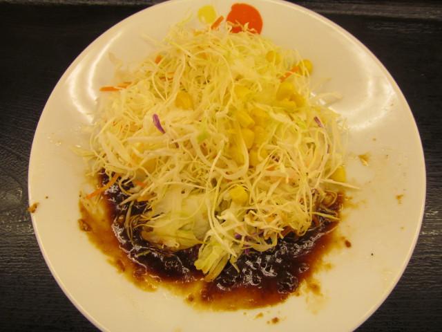 松屋豚テキ定食2015のソースで生野菜を賞味