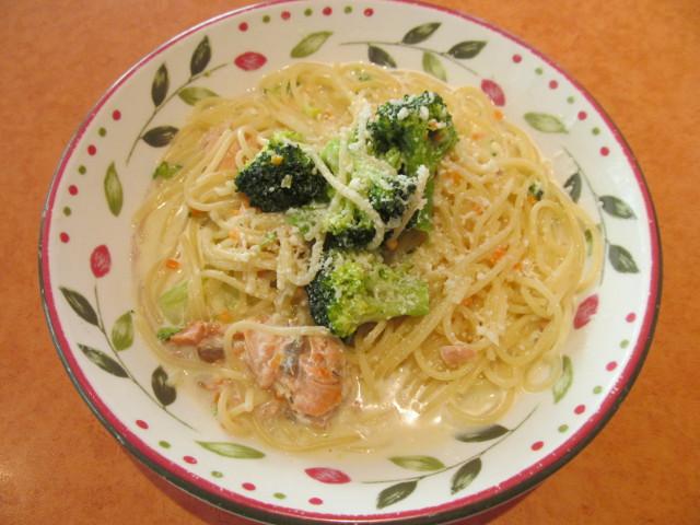 サイゼリヤブロッコリーとサーモンのクリームスパゲッティ