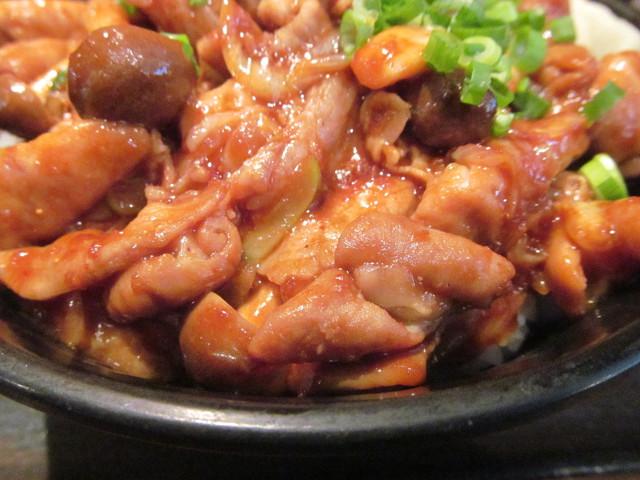 伝説のすた丼屋ホルすた丼のホルモンと豚バラ肉