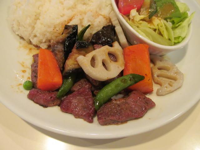 ガストビーフと焼き野菜のライスプレートのビーフと焼き野菜
