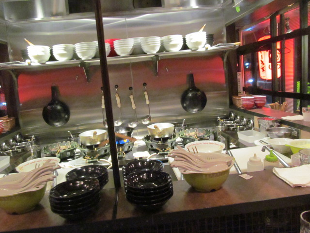 琉球新麺久の厨房