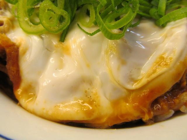 かつやねぎ味噌カツ丼大盛の卵の白身