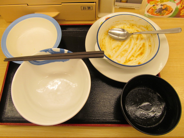松屋トマトバジルチキン定食を完食完飲