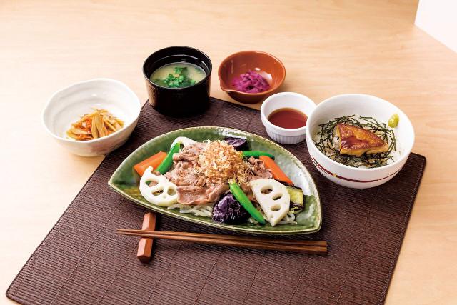 ガスト牛肉と温野菜のポン酢仕立てandフォアグラご飯のごちそう和膳