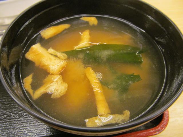 松屋シャンピニオンソースハンバーグ定食のみそ汁