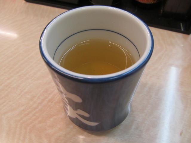 吉野家トマト牛鍋膳の後は温かいお茶で一服
