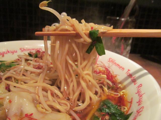 琉球新麺久野菜たっぷりうま辛ラーメンの麺