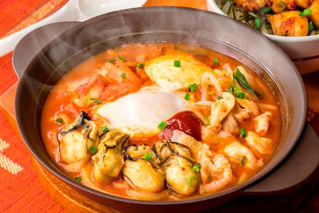 ガストの冬鍋2016広島産牡蠣の辛口チゲ