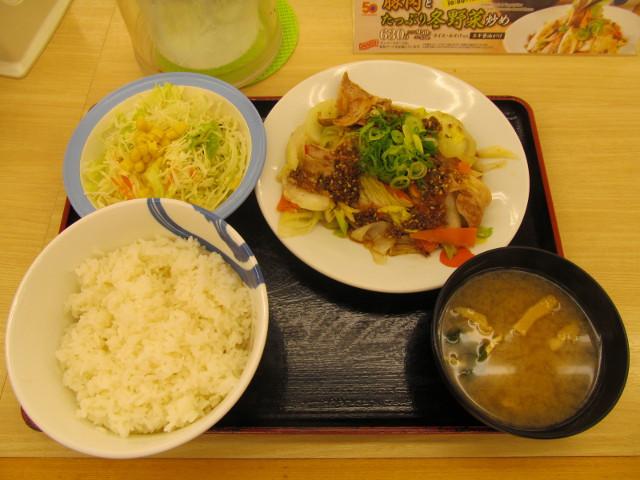 松屋豚肉とたっぷり冬野菜炒めライス大盛無料