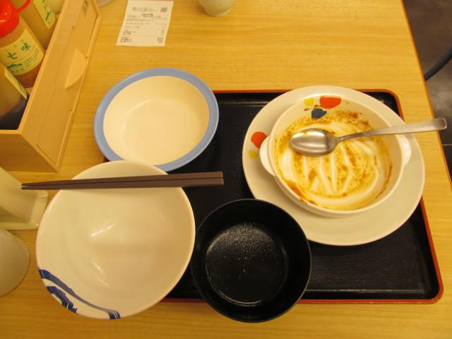 松屋とろーりチーズが入ったデミハンバーグ定食を完食完飲