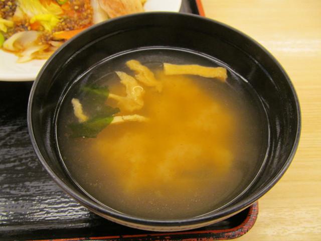 松屋豚肉とたっぷり冬野菜炒めのみそ汁