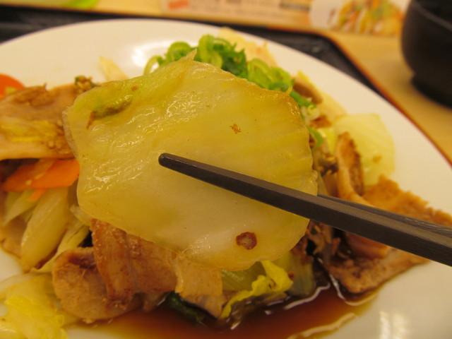 松屋豚肉とたっぷり冬野菜炒めの白菜持ち上げ