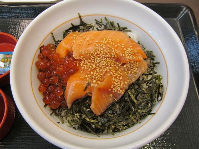 なか卯サーモン丼の丼