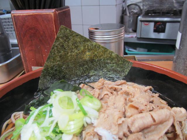 富士そば渋谷店の肉富士そば大盛の海苔