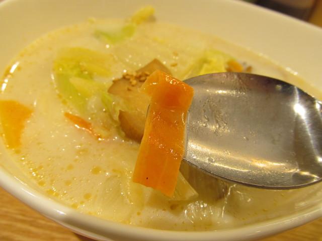 松屋冬野菜ときのこの豆乳だしスープごはんのにんじん