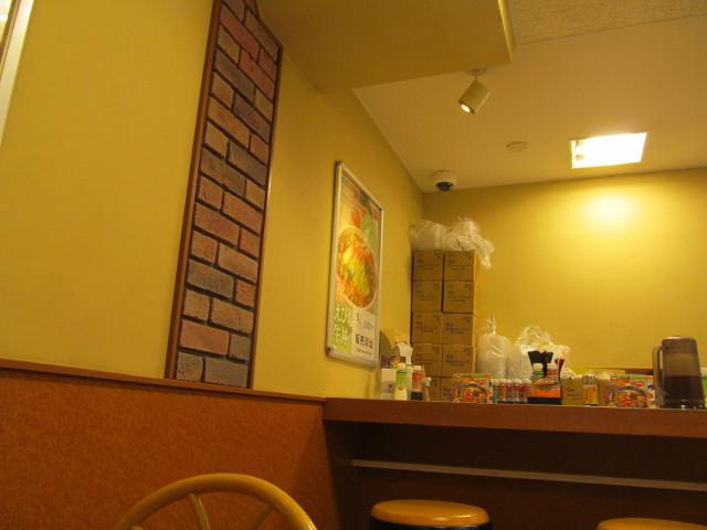 すき家店内の春のえび塩キャベツ牛丼ポスター