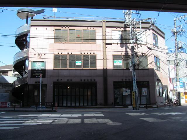 日高屋豪徳寺駅前店が入居する建物