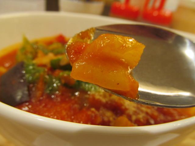 松屋きのこと彩り野菜のトマトスープごはんの黄パプリカ