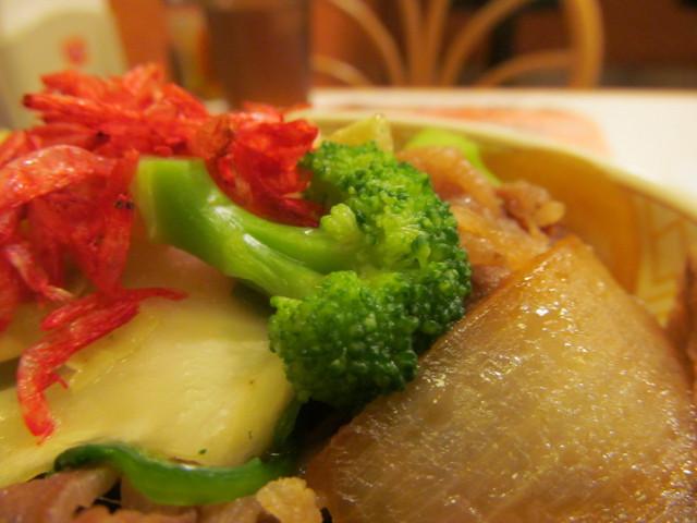 すき家春のえび塩キャベツ牛丼のブロッコリー