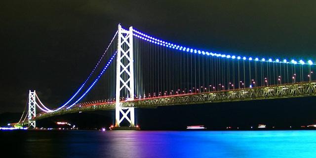 ライトアップされた明石大橋20160409