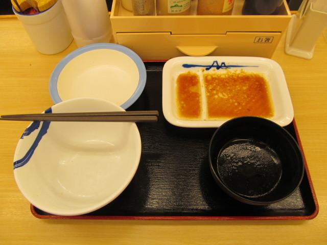 松屋豚バラ肉と長ネギの生姜焼定食を完食完飲