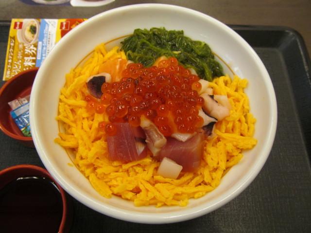 なか卯海鮮バラちらしの丼