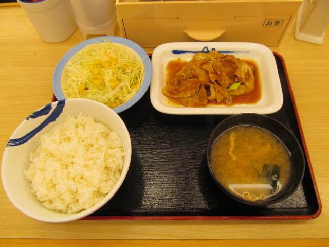 松屋豚バラ肉と長ネギの生姜焼定食ライス大盛一式