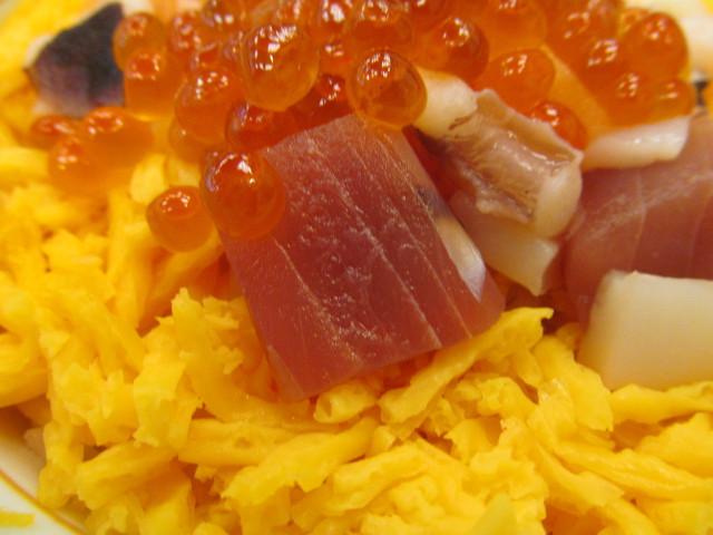 なか卯海鮮バラちらしのマグロ