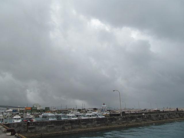 第42回那覇ハーリー2016初日接近中の雨雲1